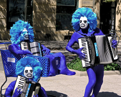 Blue_performers